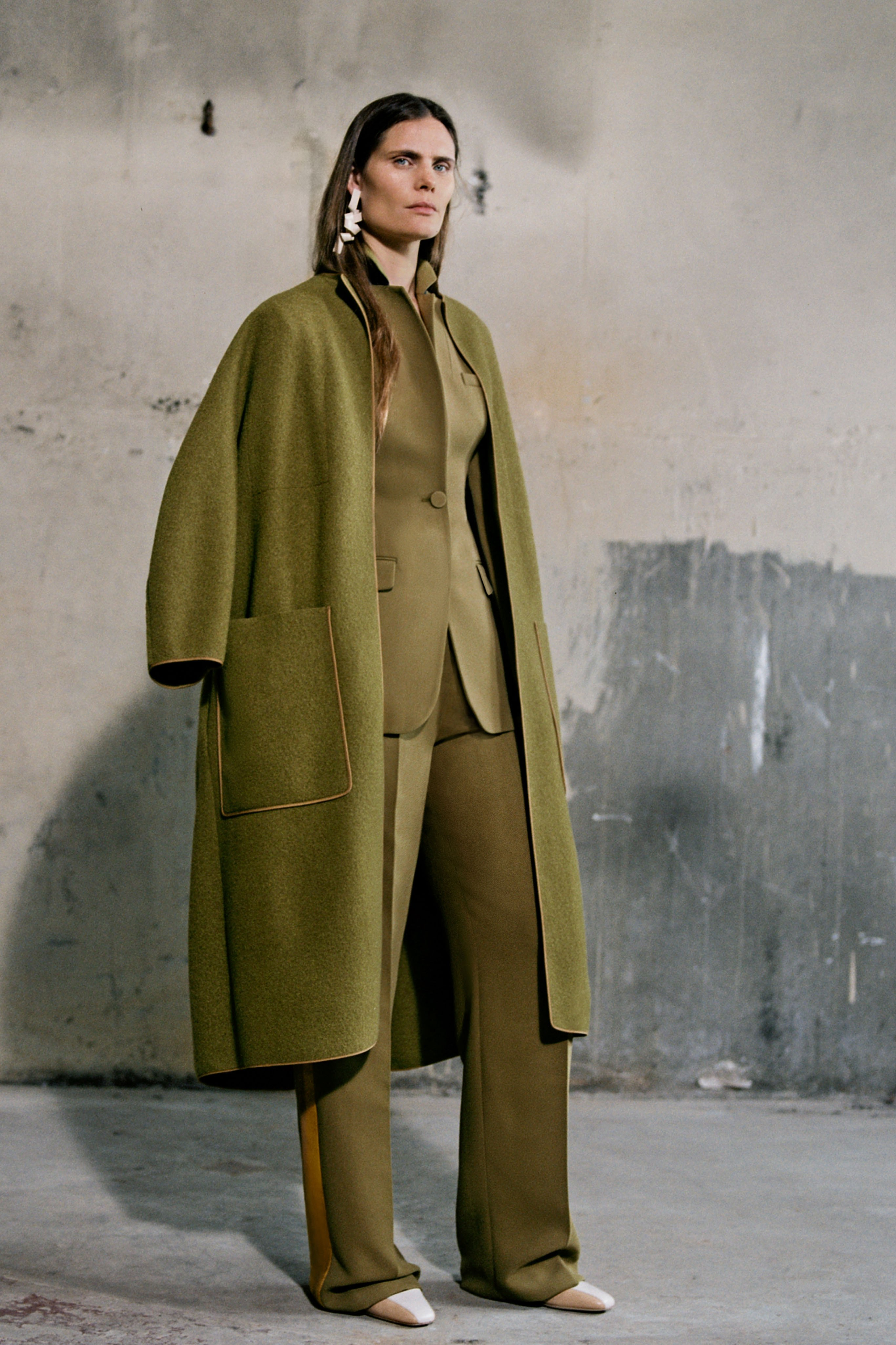 Usefull Colors Olive Green Outfit Roksanda Pre-Fall Layered Outfit