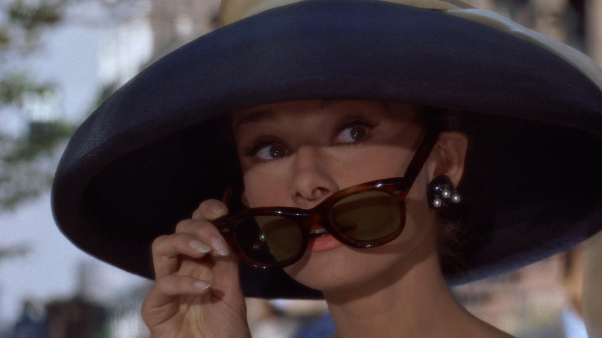 Audrey_Hepburn_Tiffany's_3