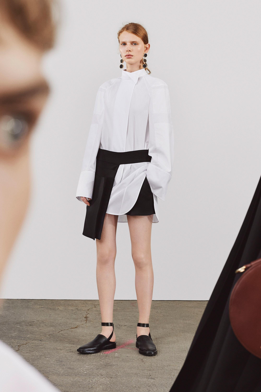 Resort 2018 Collections - Jil Sander - White Shirt Black Skirt Minimalism Outfit