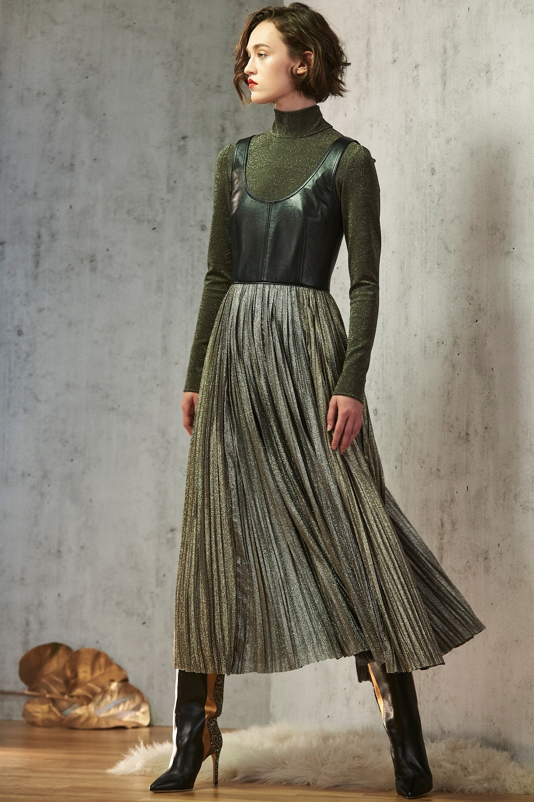 Metallic skirt green